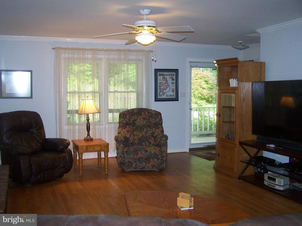 Hardwood floors and gas fireplace in Living Room - 3548 WINDING RD, PARTLOW