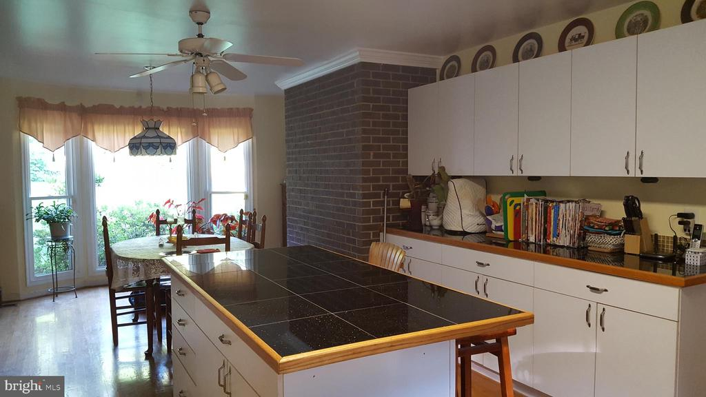 Very large kitchen with large center island!! - 3548 WINDING RD, PARTLOW