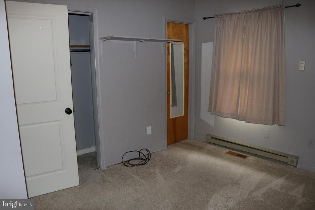 Master Bedroom with hall bath access - 11336 WHEELER RD, SPOTSYLVANIA