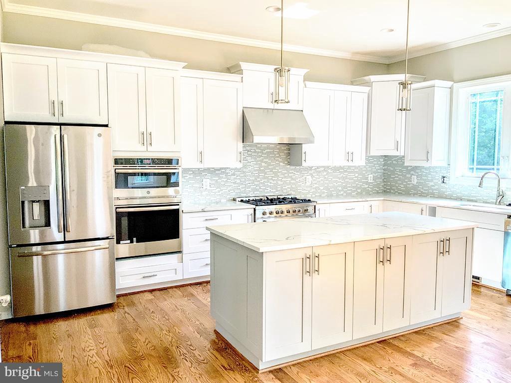 Craftsman Style Cabinets - 6617 GREENLEAF ST, SPRINGFIELD