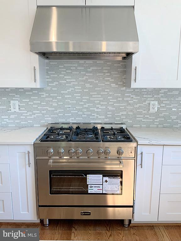 Gas Range with Stainless Hood - 6617 GREENLEAF ST, SPRINGFIELD