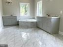 Soaking Tub and Separate Vanities - 6617 GREENLEAF ST, SPRINGFIELD