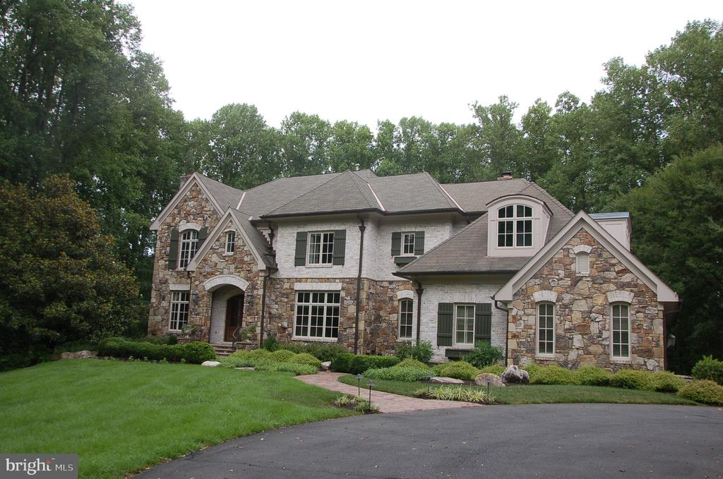 Stunning stone estate home - 9998 BLACKBERRY LN, GREAT FALLS