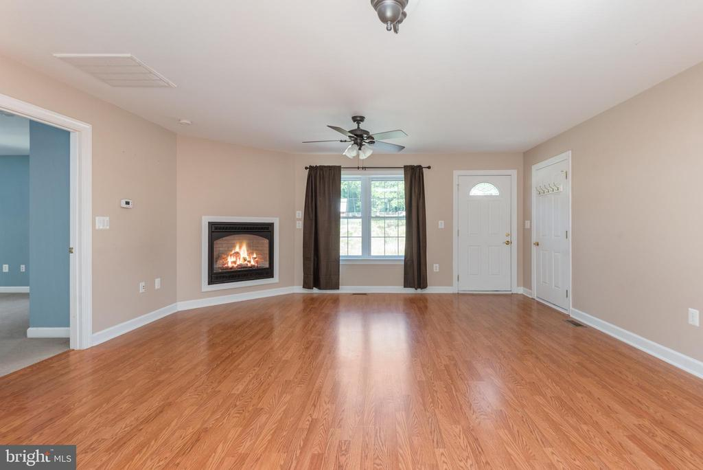 Apartment family room - 2843 GARRISONVILLE RD, STAFFORD