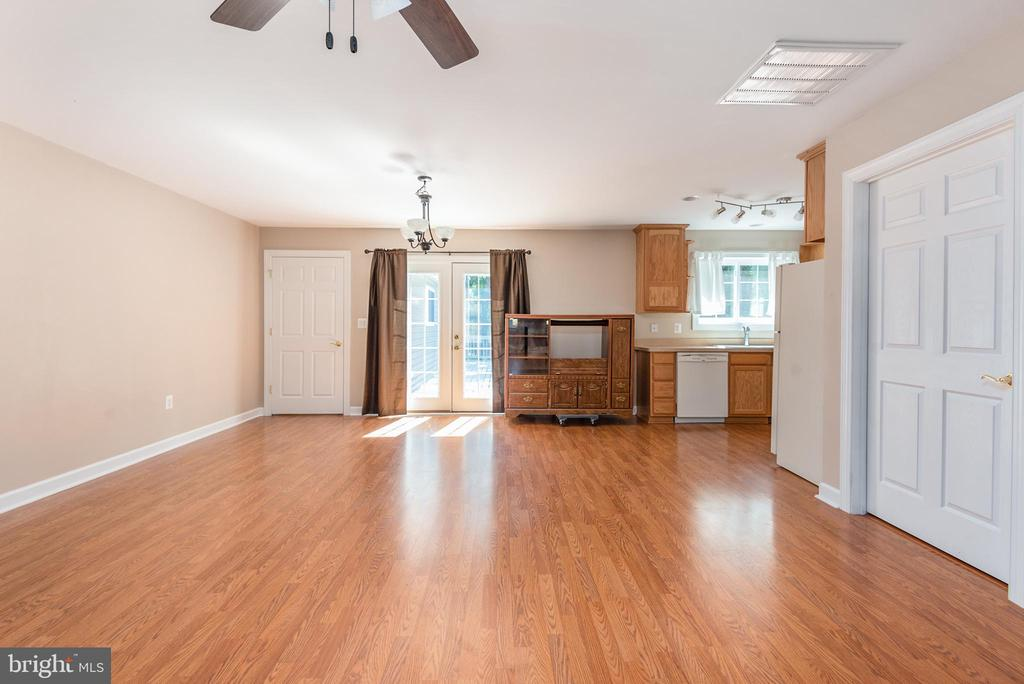 Apartment has full kitchen and laundry room - 2843 GARRISONVILLE RD, STAFFORD