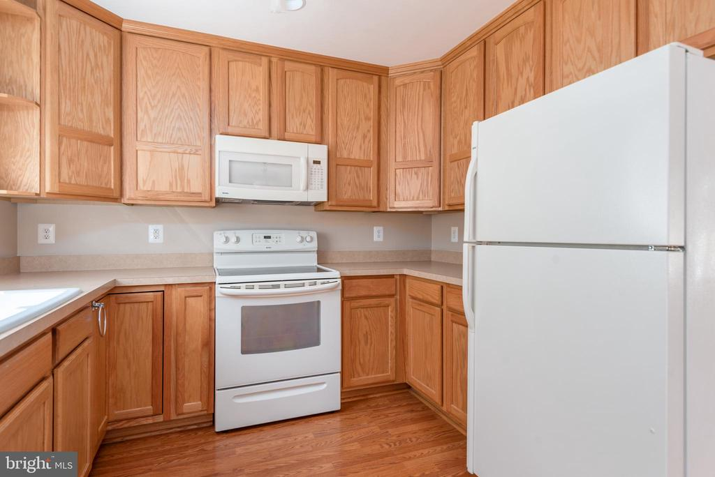 View of apartment kitchen - 2843 GARRISONVILLE RD, STAFFORD