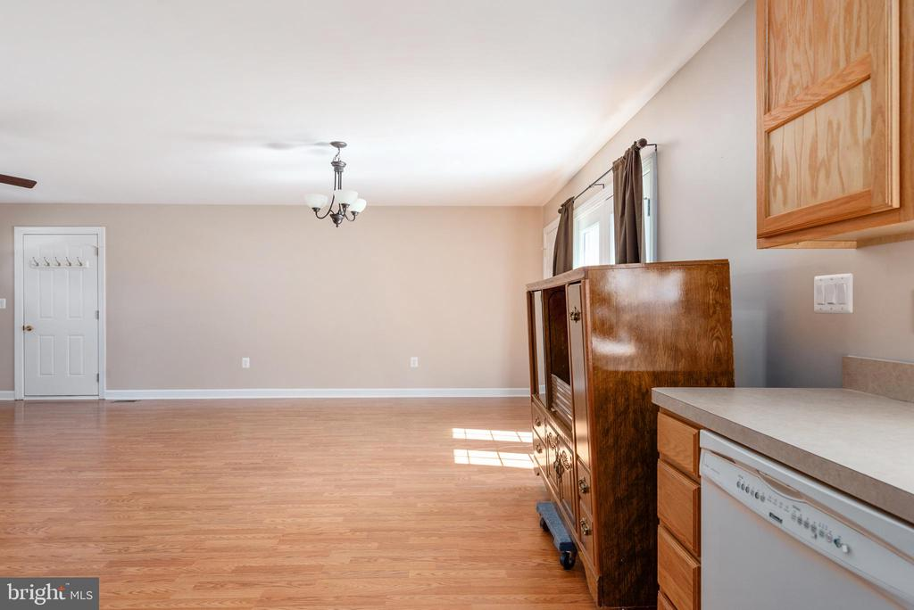 Apartment view to dining area - 2843 GARRISONVILLE RD, STAFFORD