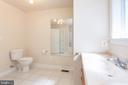 Apartment bathroom view - 2843 GARRISONVILLE RD, STAFFORD