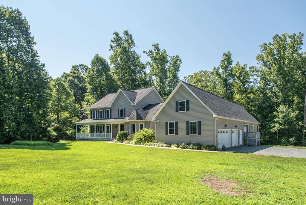 Three car garage and ample parking - 2843 GARRISONVILLE RD, STAFFORD