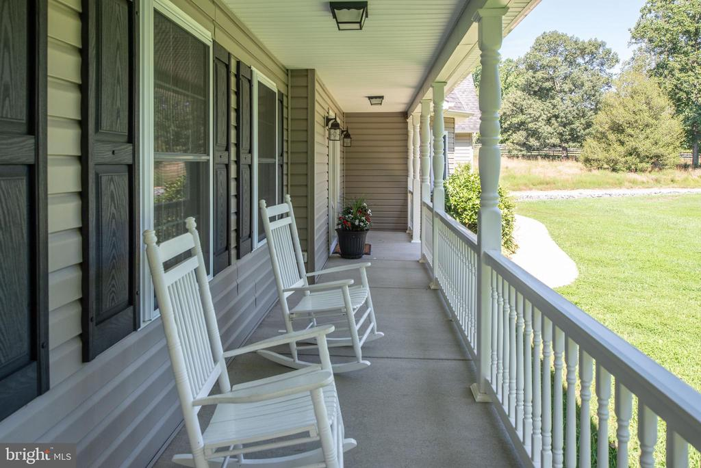 Front porch - 2843 GARRISONVILLE RD, STAFFORD