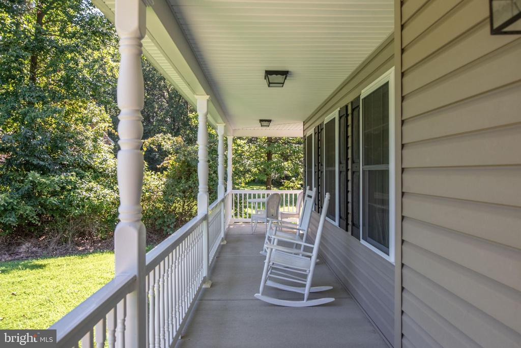 Front porch off main house - 2843 GARRISONVILLE RD, STAFFORD