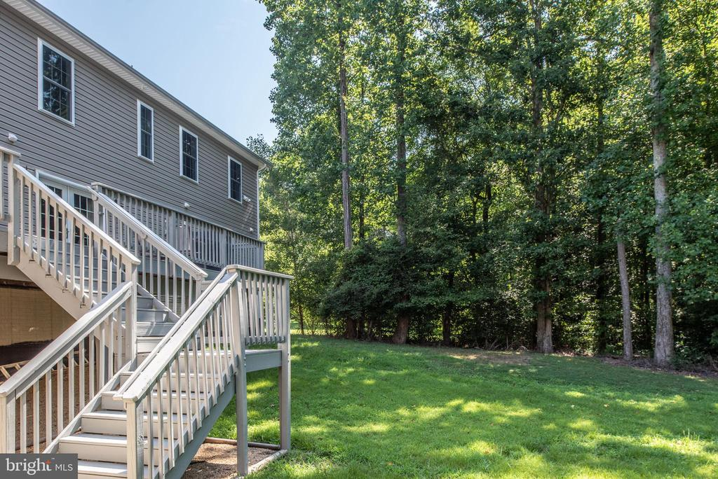 Large deck with stairs to ground level of yard - 2843 GARRISONVILLE RD, STAFFORD