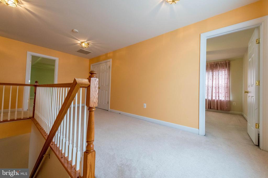 Second floor hall way - 18494 QUANTICO GATEWAY DR, TRIANGLE