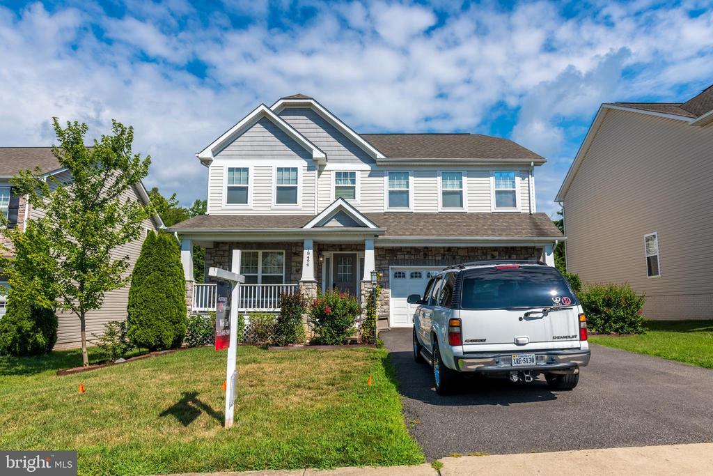 Front Porch, 4 Bedroom, 4 Bathroom 3940SF House - 18494 QUANTICO GATEWAY DR, TRIANGLE