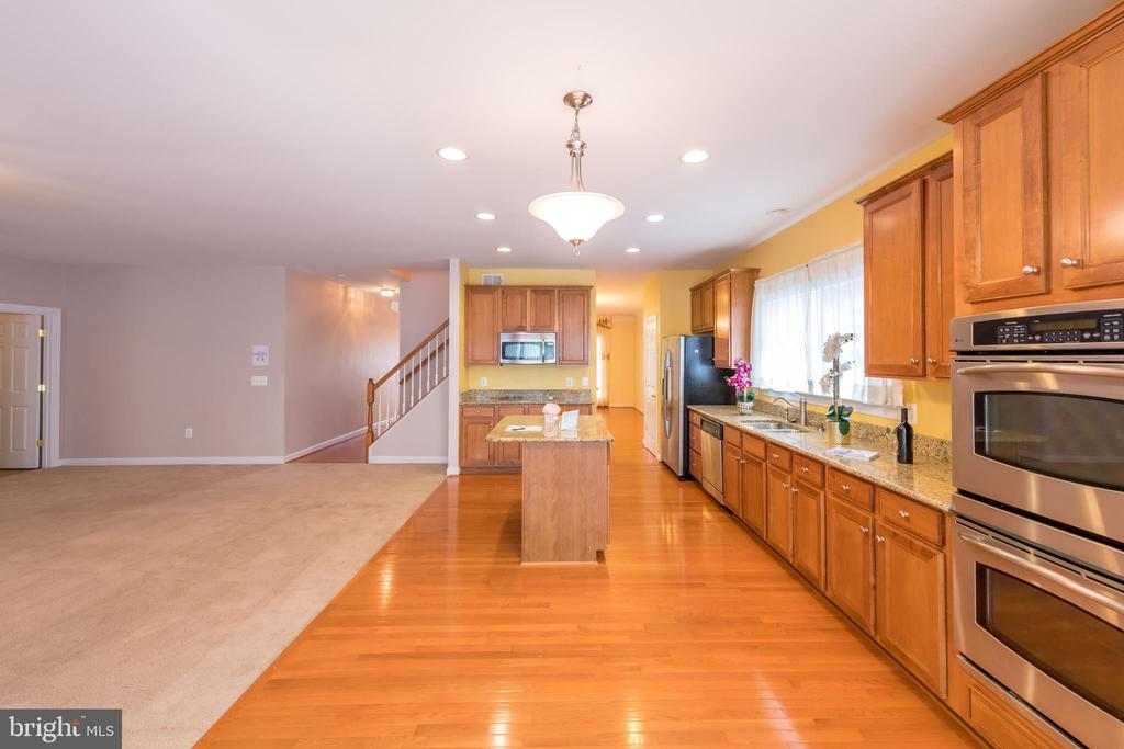 Open kitchen and living room - 18494 QUANTICO GATEWAY DR, TRIANGLE