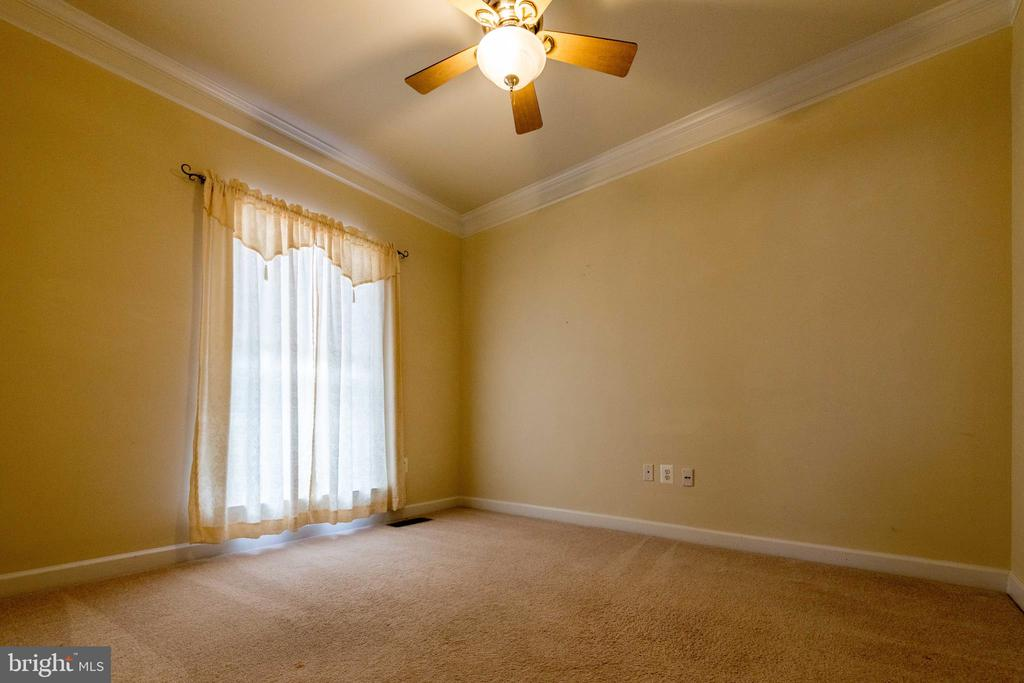 Study room ( or office) next to the living room - 18494 QUANTICO GATEWAY DR, TRIANGLE
