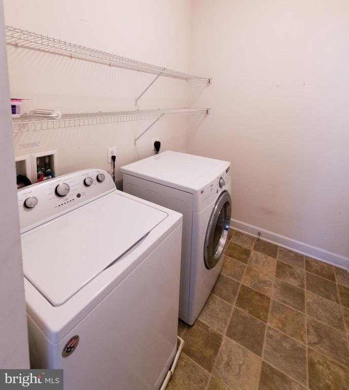 Laundry  room next to the living room - 18494 QUANTICO GATEWAY DR, TRIANGLE