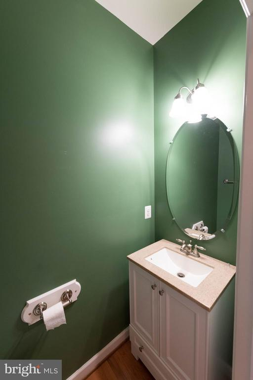 Power bathroom - 18494 QUANTICO GATEWAY DR, TRIANGLE