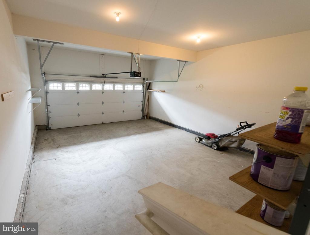 Double door garage - 18494 QUANTICO GATEWAY DR, TRIANGLE