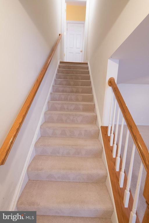 Stairs leading to the basement - 18494 QUANTICO GATEWAY DR, TRIANGLE