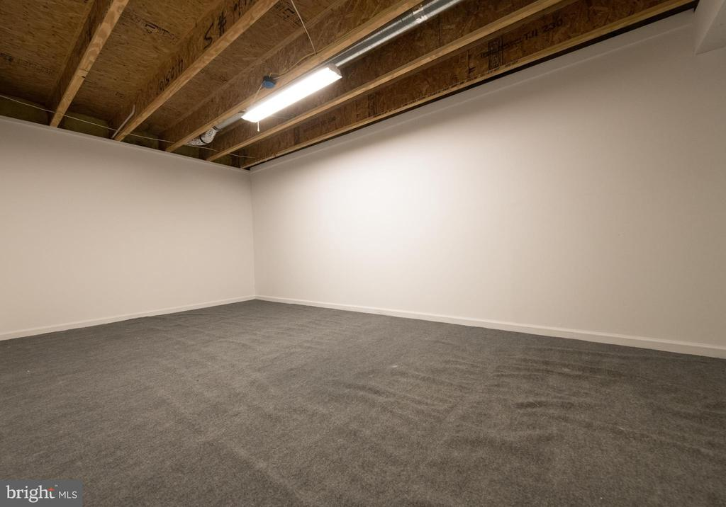 Finished storage room - 18494 QUANTICO GATEWAY DR, TRIANGLE