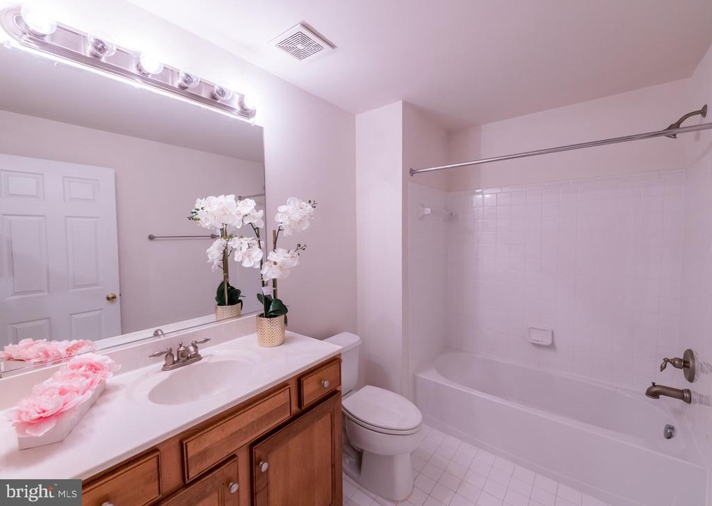 Full bathroom in the basement - 18494 QUANTICO GATEWAY DR, TRIANGLE