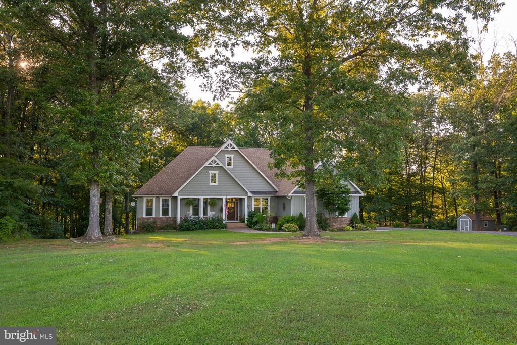 Such a Gorgeous Property w/ NO HOA! - 1205 SPOTSWOOD DR, LOCUST GROVE