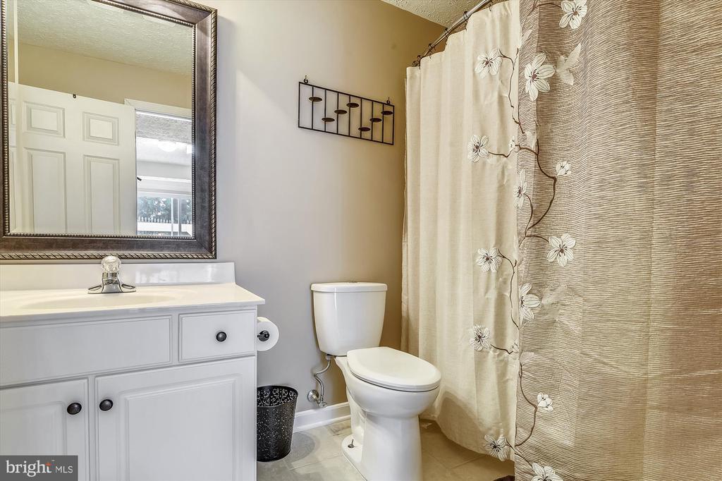 Lower Level Full Bath - 9309 MICHAEL CT, MANASSAS PARK
