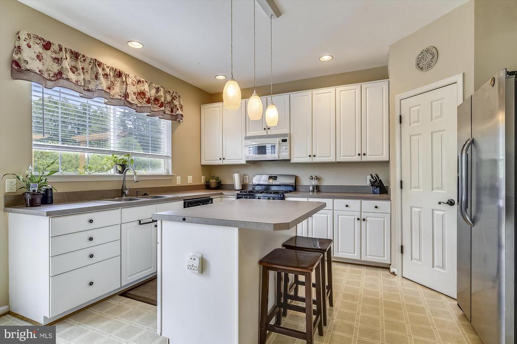 Great Kitchen Space - 9309 MICHAEL CT, MANASSAS PARK