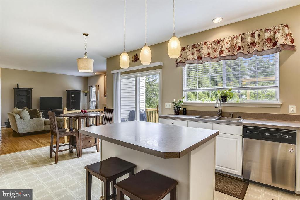 Kitchen Open Floor Plan to Family Room - 9309 MICHAEL CT, MANASSAS PARK