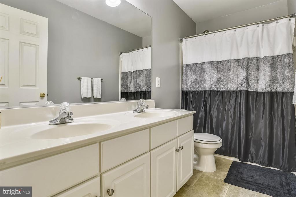 Bath Upper Level - 9309 MICHAEL CT, MANASSAS PARK