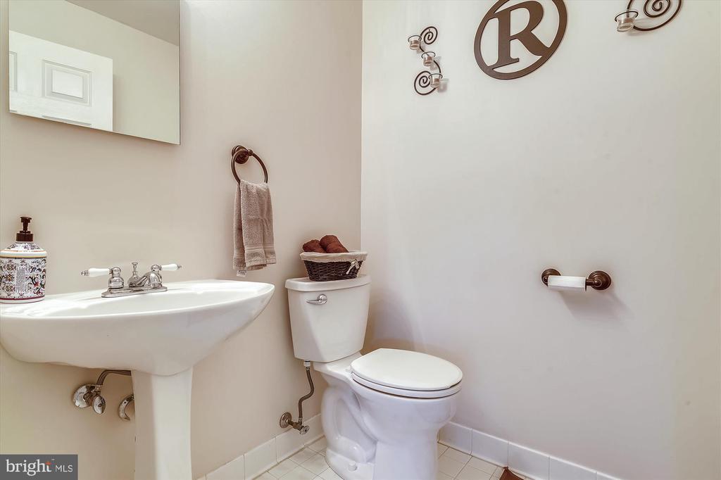 1/2 Bath on Main Floor - 9309 MICHAEL CT, MANASSAS PARK