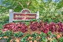 Beautifully landscaped community! - 2224 SPRINGWOOD DR #106A, RESTON