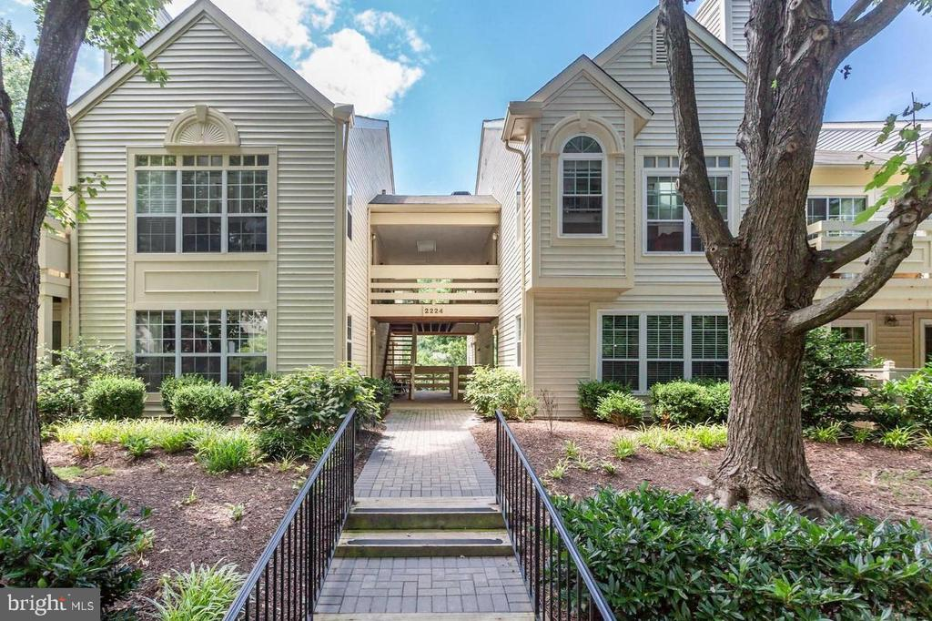 Welcome to Bristol House! - 2224 SPRINGWOOD DR #106A, RESTON