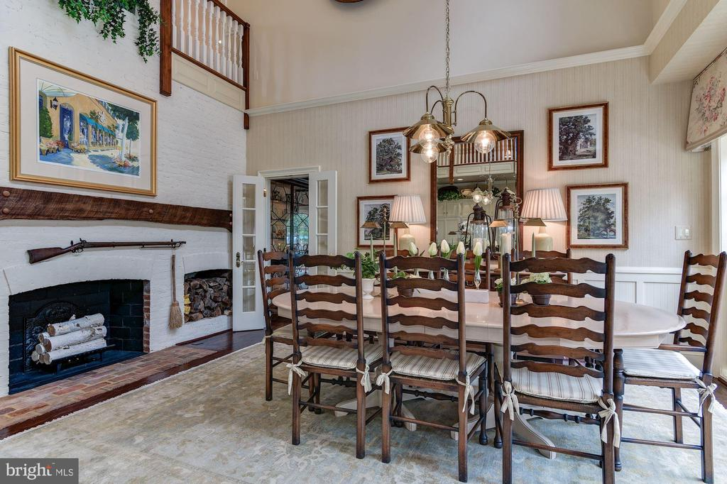 Eat In Area With Fireplace - 11610 HIGHLAND FARM RD, POTOMAC