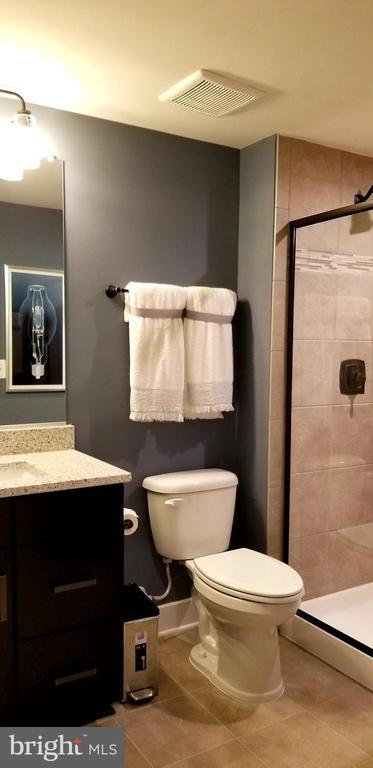 Full Bathroom - 600 W K ST, PURCELLVILLE