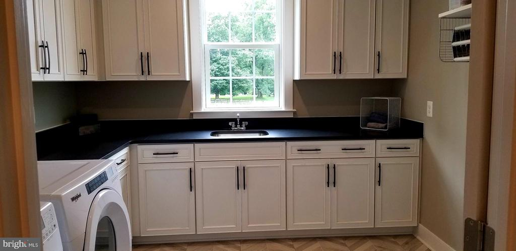 Laundry Room - 600 W K ST, PURCELLVILLE