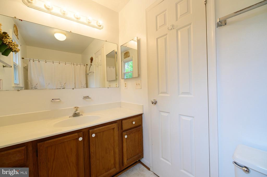 Upstairs Hall Bath - 324 LOUDOUN ST SW, LEESBURG