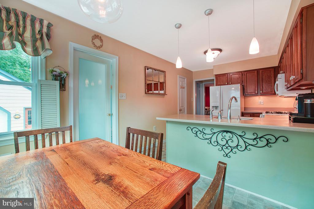 Kitchen with room for a small table - 324 LOUDOUN ST SW, LEESBURG