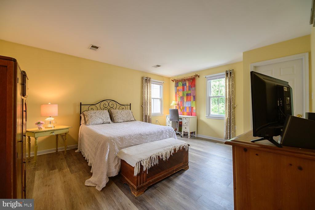 Master Suite with new hardwood flooring - 324 LOUDOUN ST SW, LEESBURG