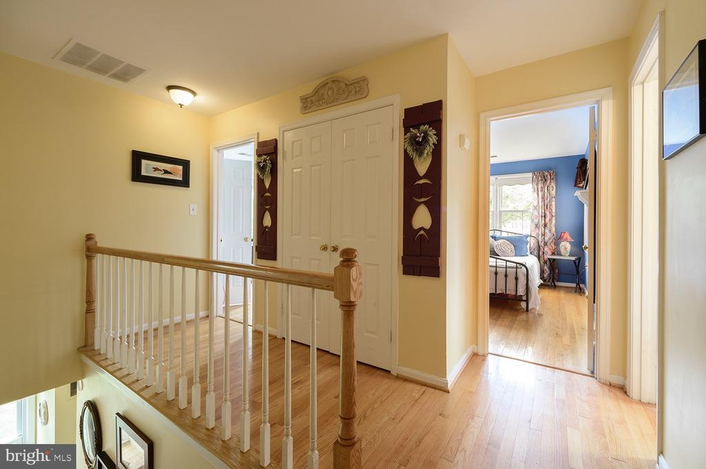 Upstairs hall - 324 LOUDOUN ST SW, LEESBURG