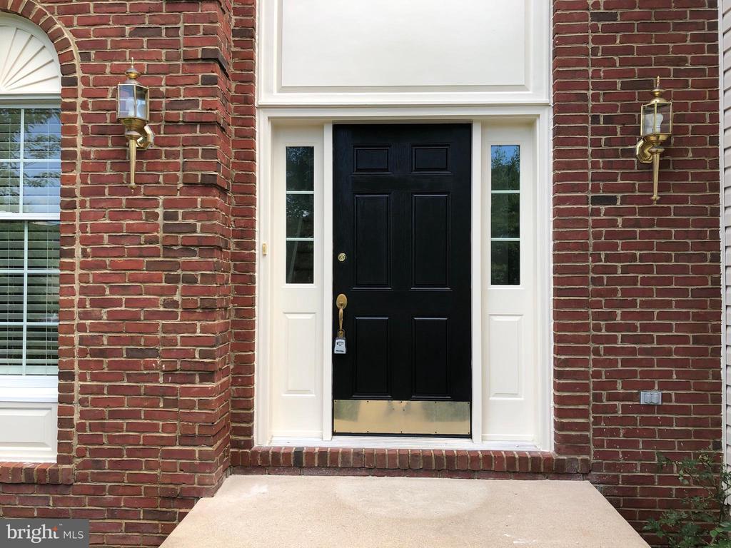 freshly painted door - 43863 HIBISCUS DR, ASHBURN