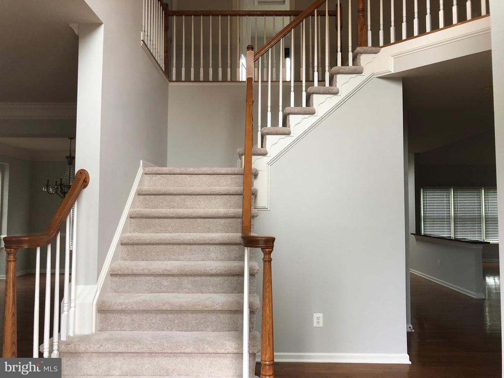 2 story foyer - 43863 HIBISCUS DR, ASHBURN
