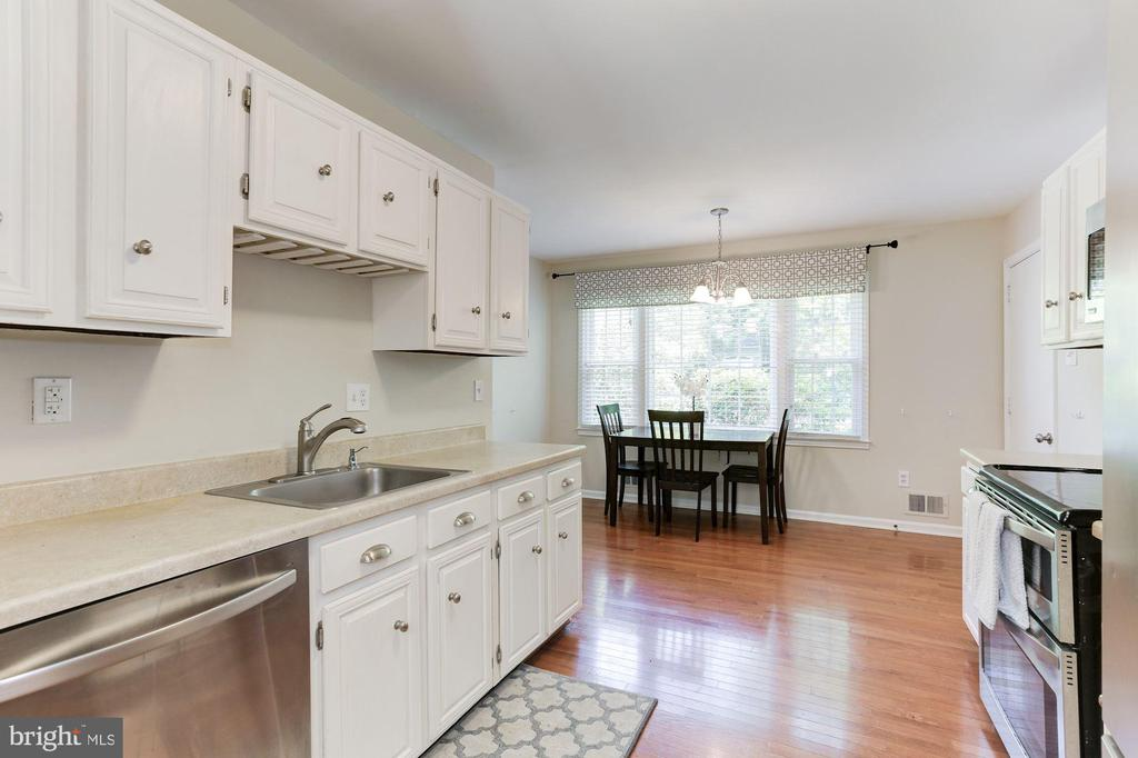 Kitchen - Spacious & Very Bright - 12335 COLERAINE CT, RESTON