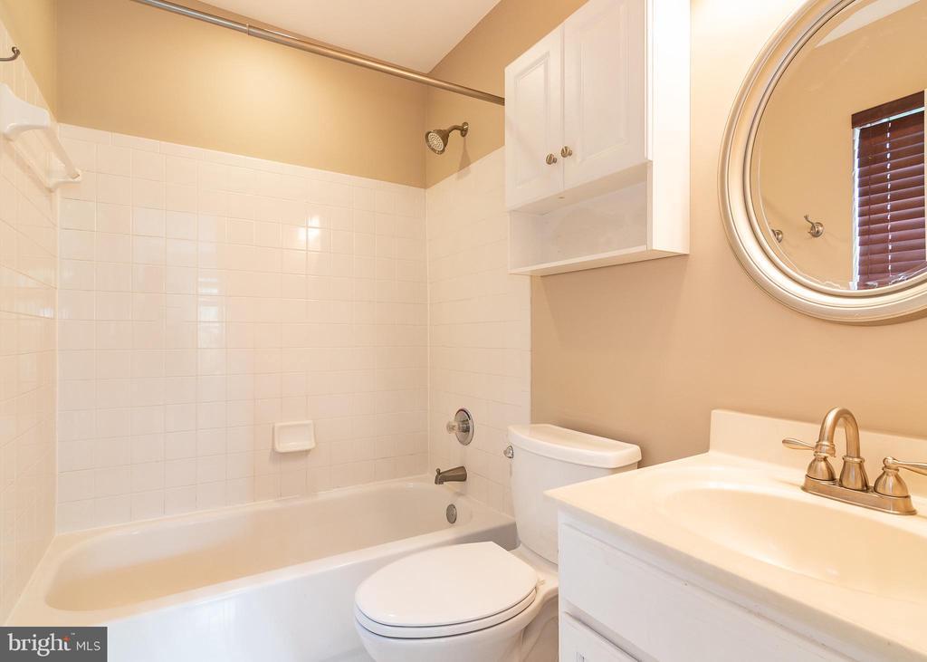 Master Bath - 127 EMORY WOODS CT, GAITHERSBURG