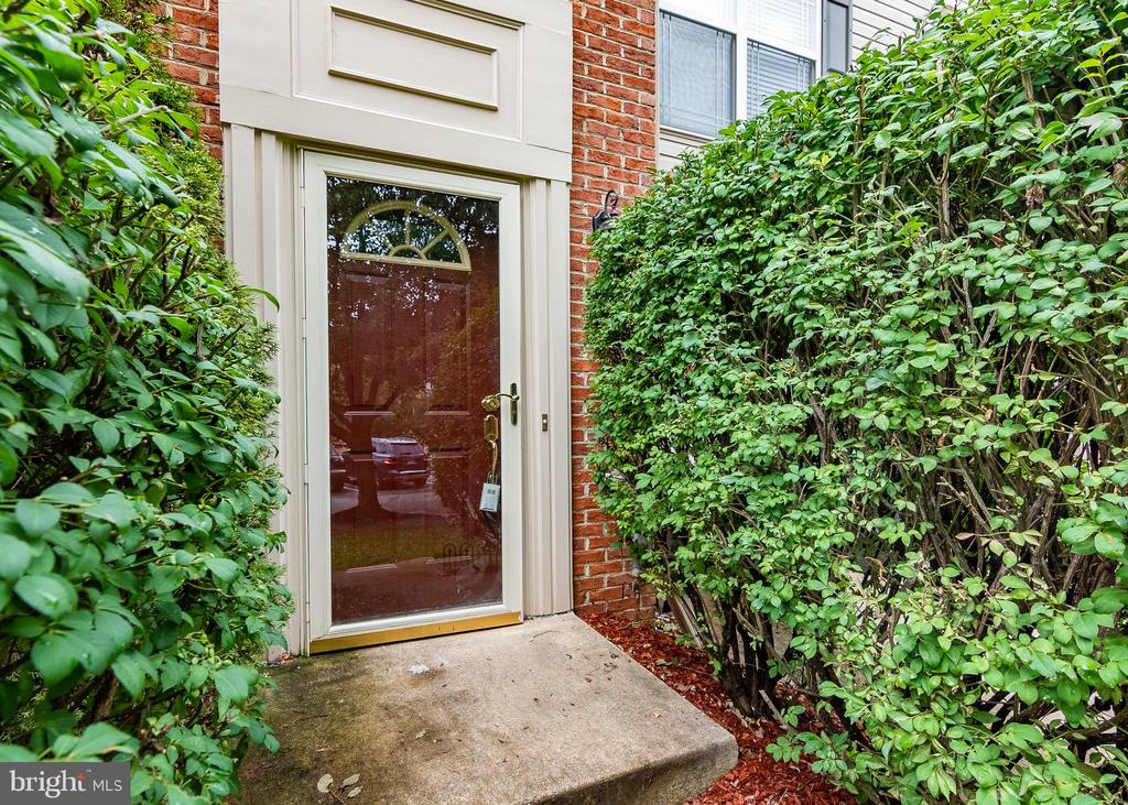 WELCOME HOME! - 127 EMORY WOODS CT, GAITHERSBURG