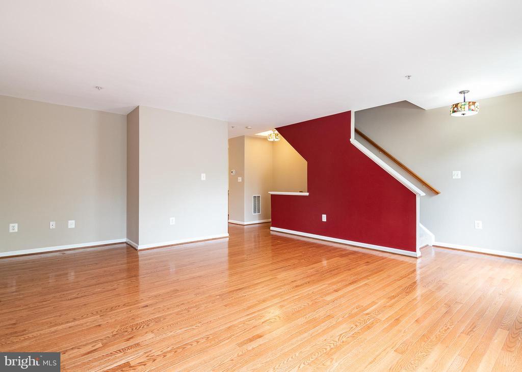 Family  Room - 127 EMORY WOODS CT, GAITHERSBURG