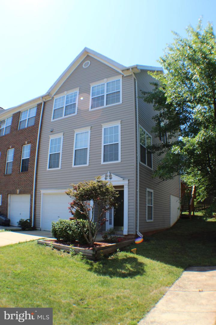 Photo of 45509 LAKEMONT SQ, STERLING, VA 20165