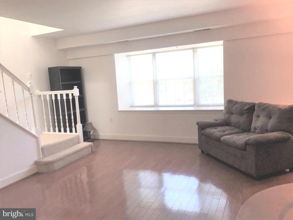 Living Room w/ hardwood floors and natural light - 3629 38TH ST NW #304, WASHINGTON