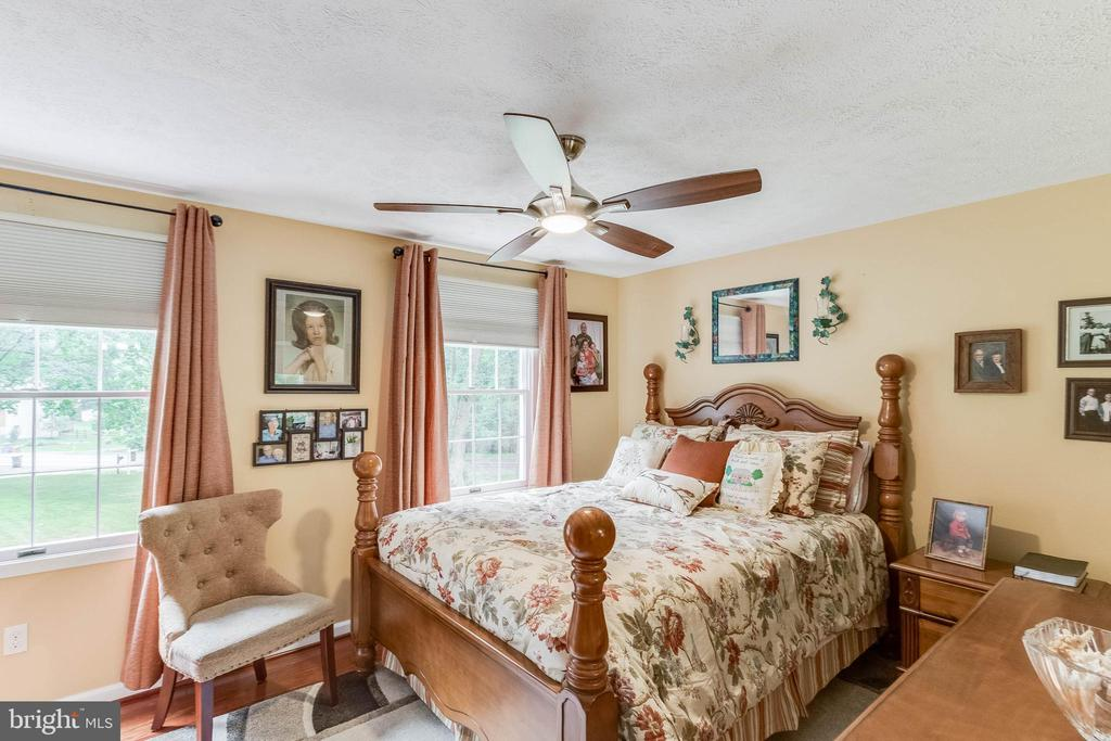 Spacious Secondary Bedrooms with Ceiling Fan - 12306 FOLKSTONE DR, HERNDON